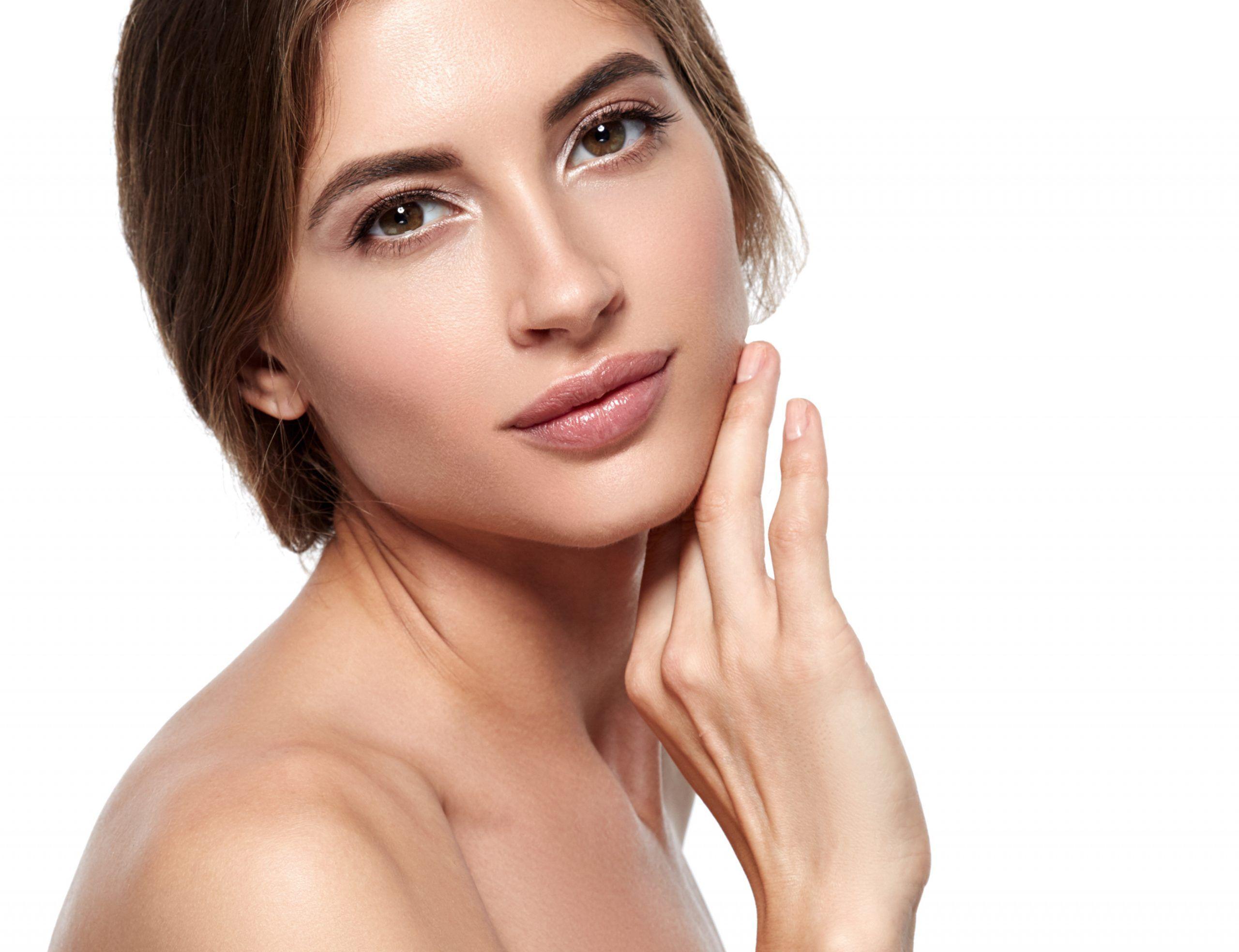 b. Rellenos de arrugas y surcos faciales